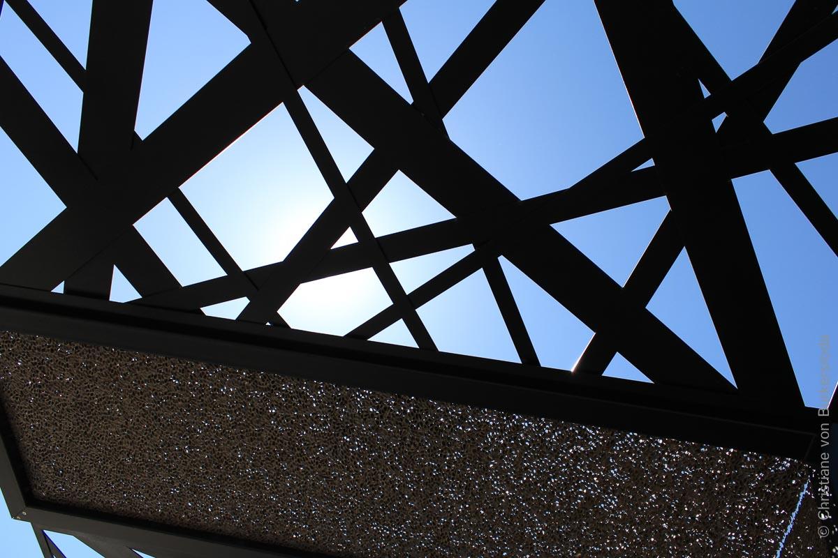 Die Pergola aus Aluminiumschaum steht für die innovative Region Stuttgart