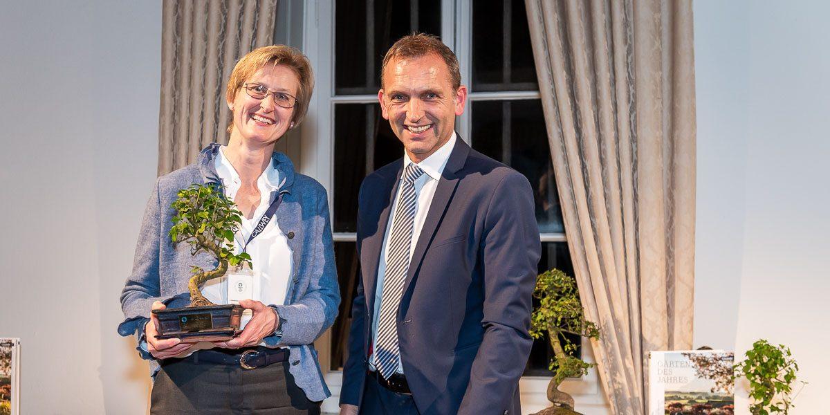 Christiane v. Burkersroda und Jens Spanjer bei der Preisverleihung für Gärten des Jahres 2020 auf Schloss Dyck.